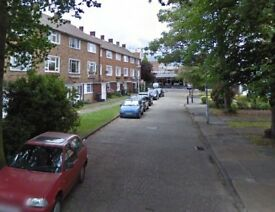 2 bed split level flat in Lee close to the train station