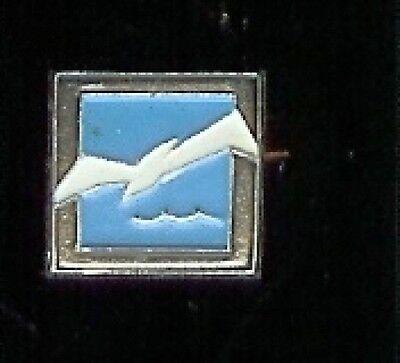 DOVE in Flight  old  PIN BADGE SOVIET RUSSIA pinback