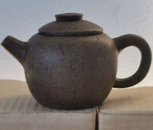 USED Yixing zisha/老紫砂柴燒壺 Chinese teapot about 100 cc signed 時大彬