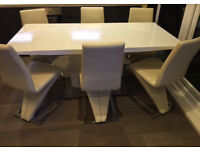 White high gloss dining table with chrome leg including 6 cream dining chairs in excellent condition