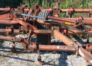 CULTIVATOR 22 FEET ALLIS CHALMERS. farm equipment