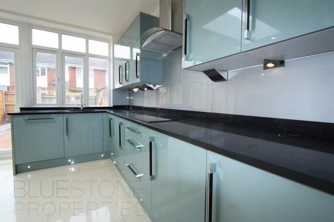 !STUDENTS! Superb 4-5 Bed 2 Bathrooms House- Recent Refurbished-5 mins walk to Tooting Tube