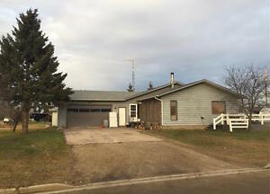 1320 Sq/ft home on a large Lot in Community of Bawlf