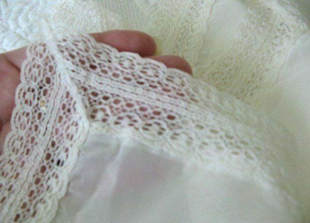 BEAUTIFUL * SLINKY * SLIPPERY SOFT * WHITE & LACY * Vintage BRIDAL WEDDING HANKY