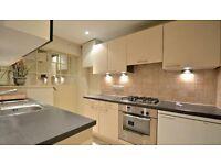 2 bedroom flat in Fulham Road, London