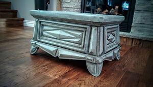 Banc ou table antique refait bleu vintage