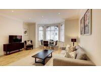 2 bedroom flat in Ravenscourt Park,W6