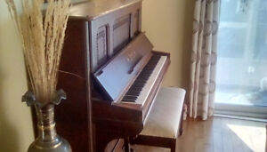 FREE Vintage Piano (PICK-UP ONLY)