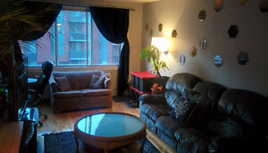 Available Immediately! Large room for rent in spacious 4 1/2