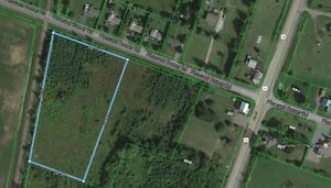 Vankleek Hill, ON.  3.710 acre lot with Natural Gaz available