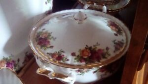 FOR SALE: ROYAL ALBERT COUNTRY ROSE DISHES - REDUCED PRICE