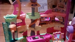 3 Large littlest pet shop play set and accessories 21$