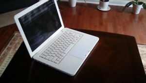 Apple MacBook 2009 White 13 inch screen