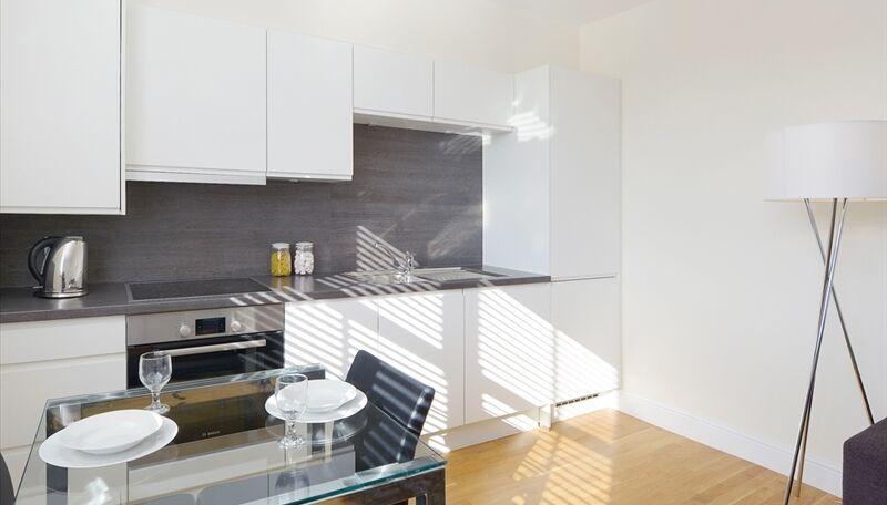 Stunning newly furnished 2 bedroom Ravenscourt Park