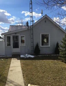 Charming and well maintained Bungalow -located in town of Bashaw