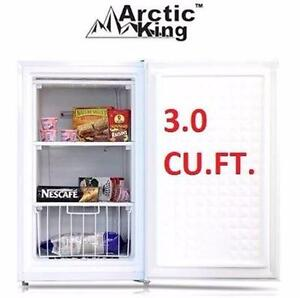 NEW ARCTIC KING UPRIGHT FREEZER   3.0 CU. FT. - WHITE - FREEZER HOME KITCHEN APPLIANCE BAR MINI FRIDGE 96029075