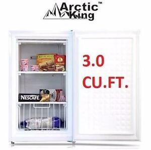 NEW ARCTIC KING UPRIGHT FREEZER   3.0 CU. FT. - WHITE - FREEZER HOME KITCHEN APPLIANCE BAR MINI FRIDGE 96029075