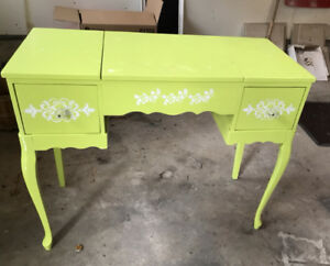 Antique vanity table/desk and mirror. MAKE AN OFFER $85 OBO