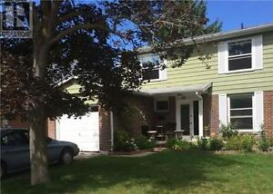 411 Handley Cres Newmarket Ontario Home for sale!