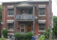 LOCATION! 1 Bed w/ Ensuite Laundry in The Glebe!