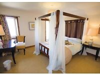 ChocBox Cottage, 4* Luxury Self Catering. Private Hot Tub, King Four Poster, Log Burner. Nr, York