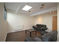 NEW REFURBISHMENT!! CALLING ALL STUDENTS OR PROFESSIONAL SHARERS- 3 BEDROOM FLAT IN TOOTING BROADWAY