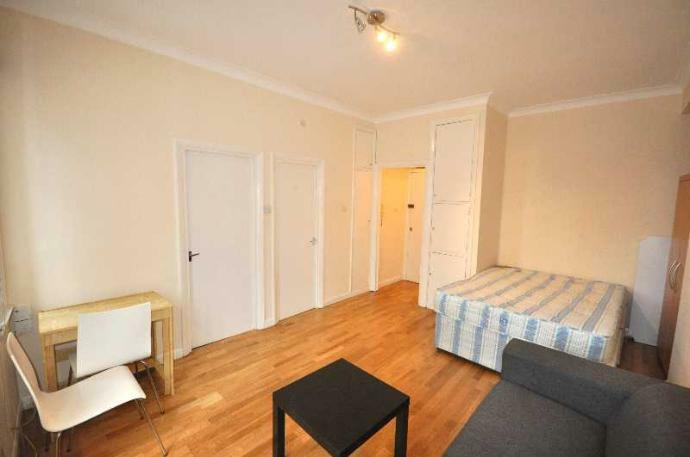 Self contained Studio Warren Court - 293/295 Euston Road NW1
