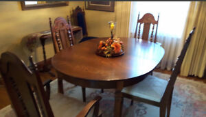 Dining hutch and table, chairs Kitchener / Waterloo Kitchener Area image 2