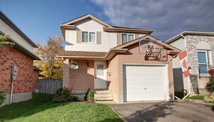 Beautiful detached house in Country Hills – Available August 1st