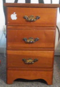 FOR SALE: 3 DRAWER NIGHT STAND