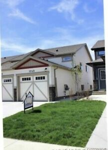 Ready to Move in  Bi-level Townhouse in Copperwood!