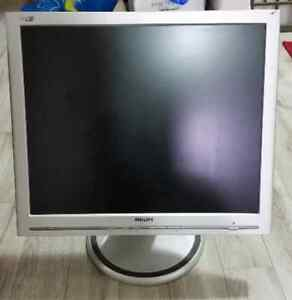 """Low Milage! LOTs of Monitor! got to go! & 19"""" Touchscreen! Windsor Region Ontario image 2"""