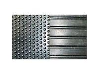 Stable mat - heavy duty rubber.