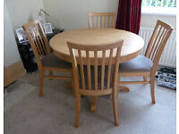 Extendable Dining Table and 4 Matching Chairs, Modern light Oak Colour