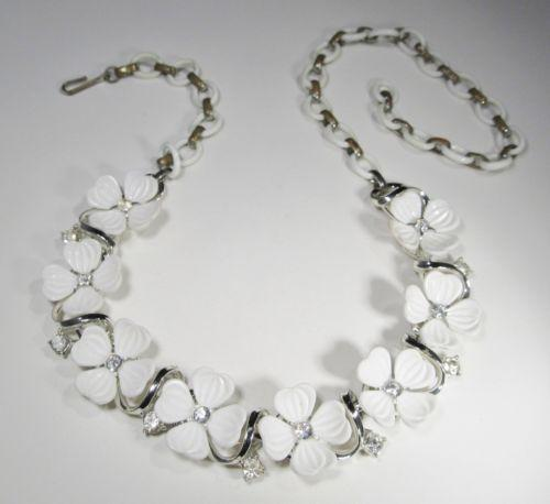 Vintage Plastic Flower Necklace