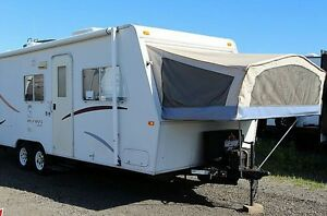 2002 JAYCO 23ft KIWI HAS SLIDE OUT,BUNK, SLEEPS 9 NICE CONDITION