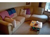 Double room in quiet, sunny village flat (Mon-Fri /similar)