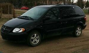 2005 Dodge Caravan SXT Minivan, Van