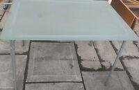 """Table en vitre givré mat,43""""x30"""",base metal.Livraison"""