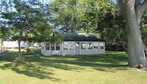 Lake Front Vacation Rental - Mitchell's Bay, Ontario