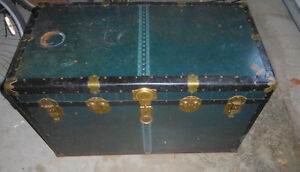 Large vintage Monarch trunk luggage