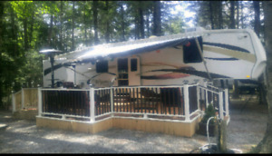 2008 Wyoming by Coachman 40 ft fifth wheel