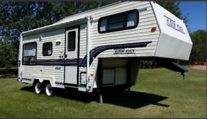1996 Kustom Koach 5th Wheel Camper Excellent Condition