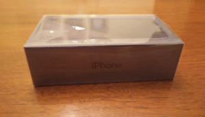 *Factory sealed* IPhone 8 64 gb