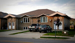 Early Dec-Luxurious 3 bedroom home in desirable East Leamington