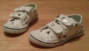 Toddler girl size 9 Babana running shoes.