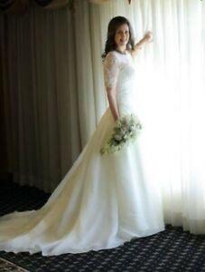 e42b0354f73d Vera Wang Wedding Dress   Kijiji in Toronto (GTA). - Buy, Sell ...