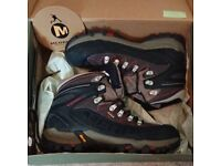 Mens Merrell hiking boot