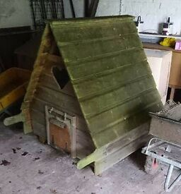 FRINTON AREA ... large CHICKEN COUP & detatchable RUN .. fox safe,sturdey,paintable,portable,wooden