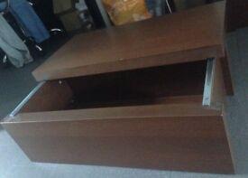 2 sliding chests